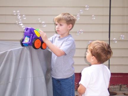 Bubbles - the bubble car entertains